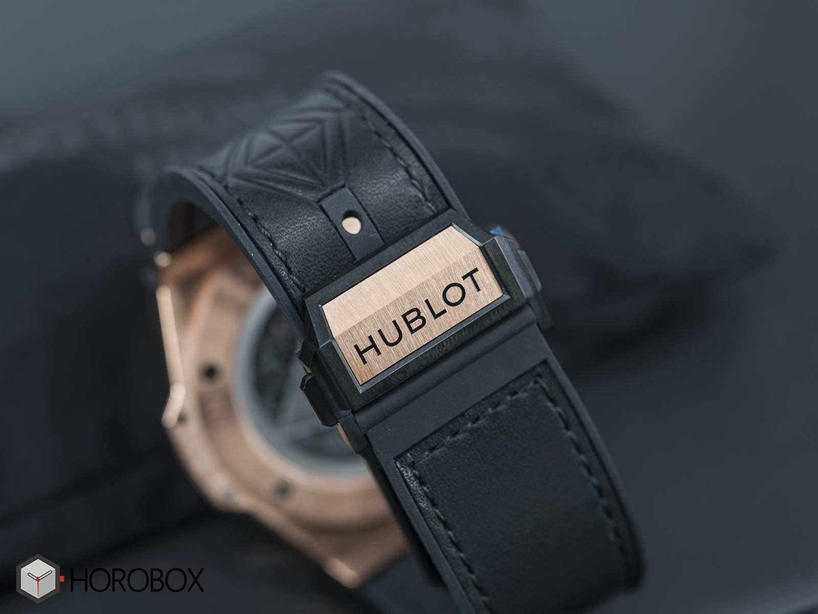 Hublot-Big-Bang-Sang-Bleu-18K-King-Gold-7.jpg