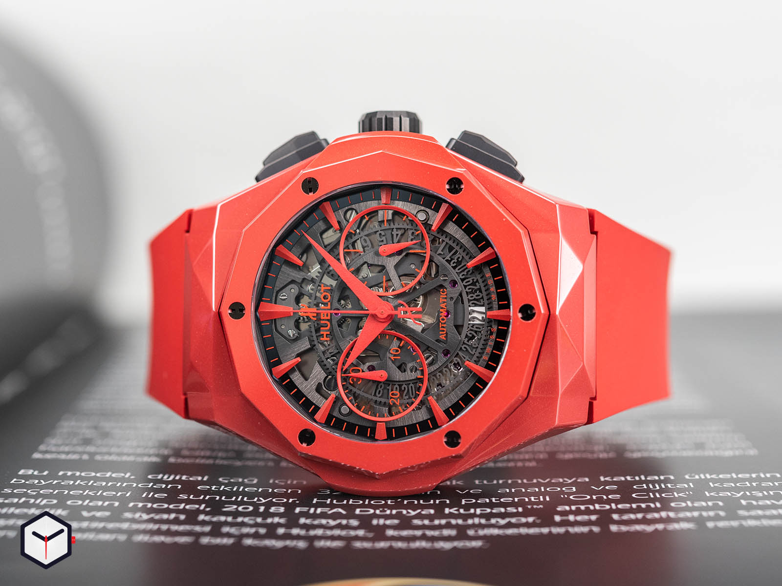525-cf-0130-rx-orl19-hublot-classic-fusion-chronograph-orlinski-red-ceramic-1.jpg