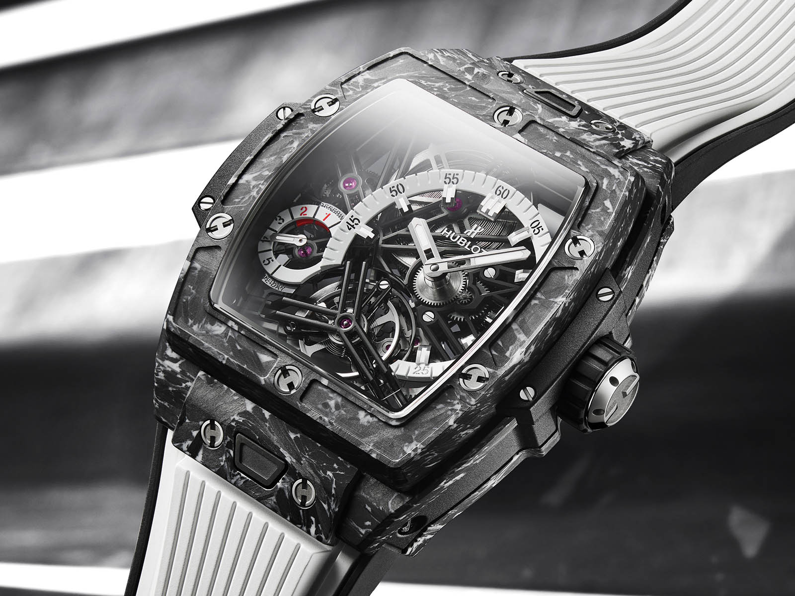 hublot-spirit-of-big-bang-tourbillon-5-day-power-reserve-carbon-white-1.jpg