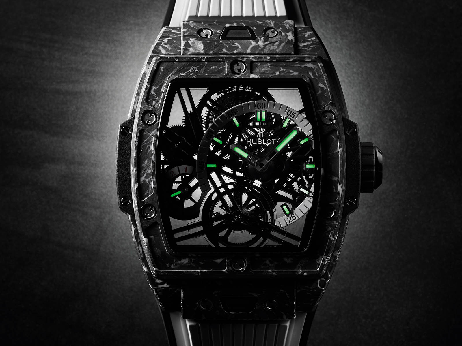 hublot-spirit-of-big-bang-tourbillon-5-day-power-reserve-carbon-white-5.jpg