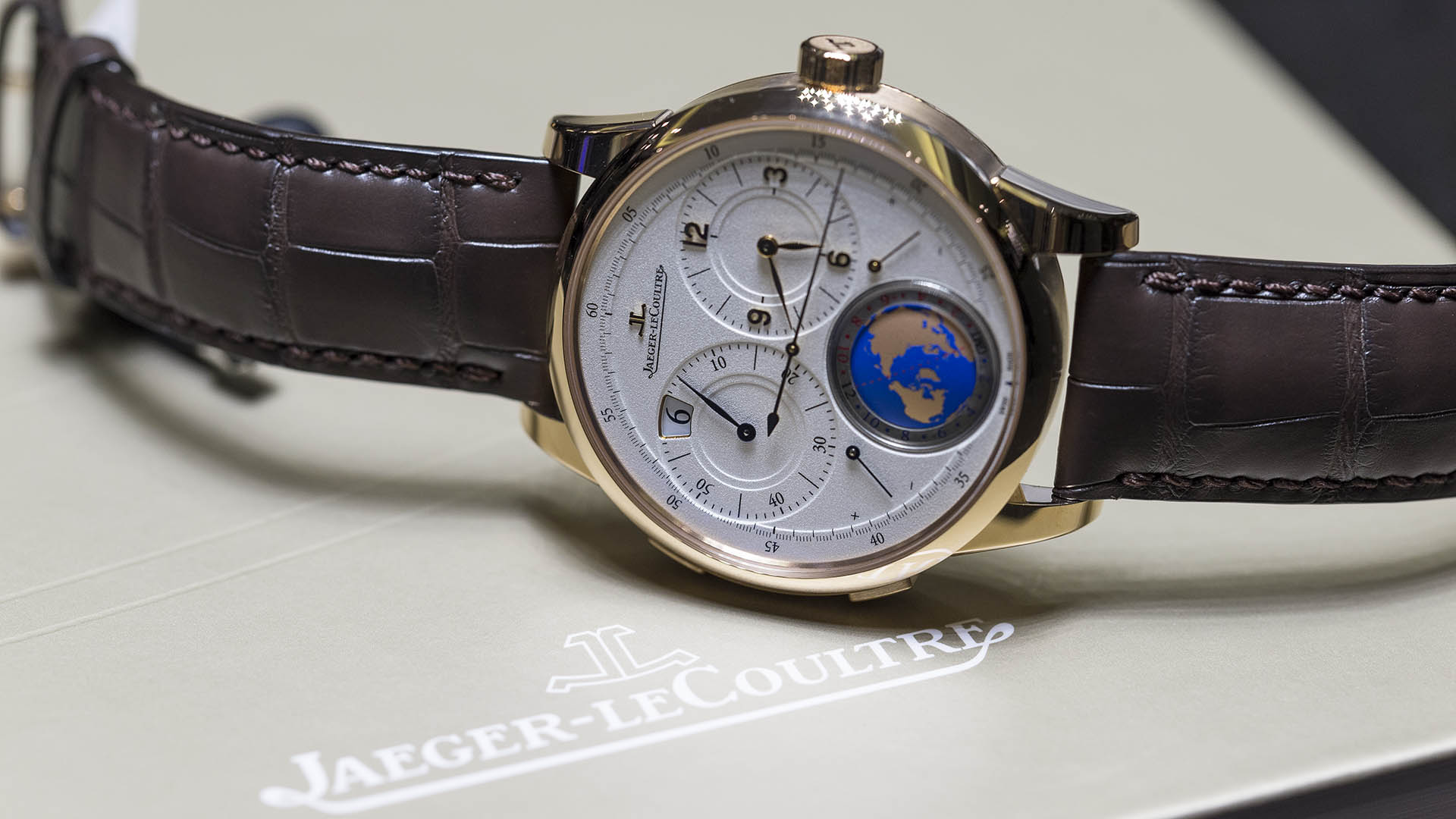 Jaeger-LeCoultre_Duome-tre_Unique_Travel_Time_6s.jpg