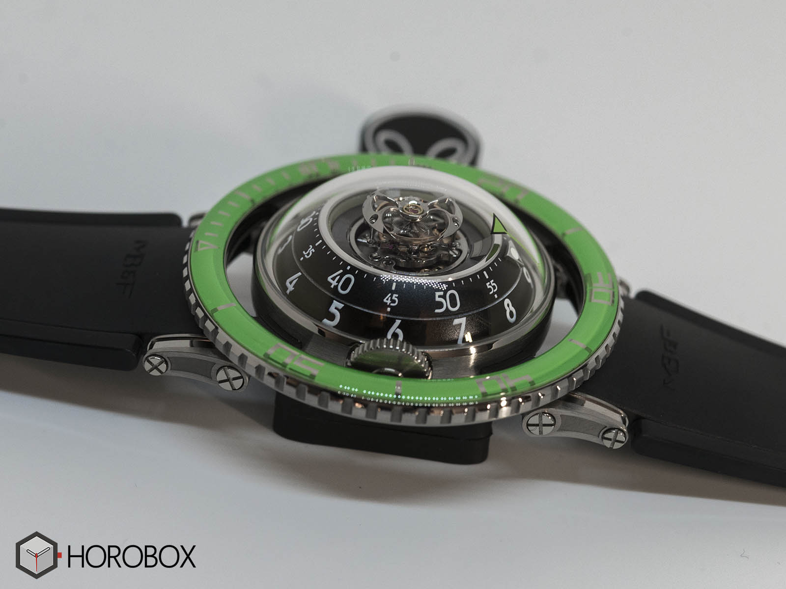 mb-f-hm7-aquapod-green-bezel-5.jpg