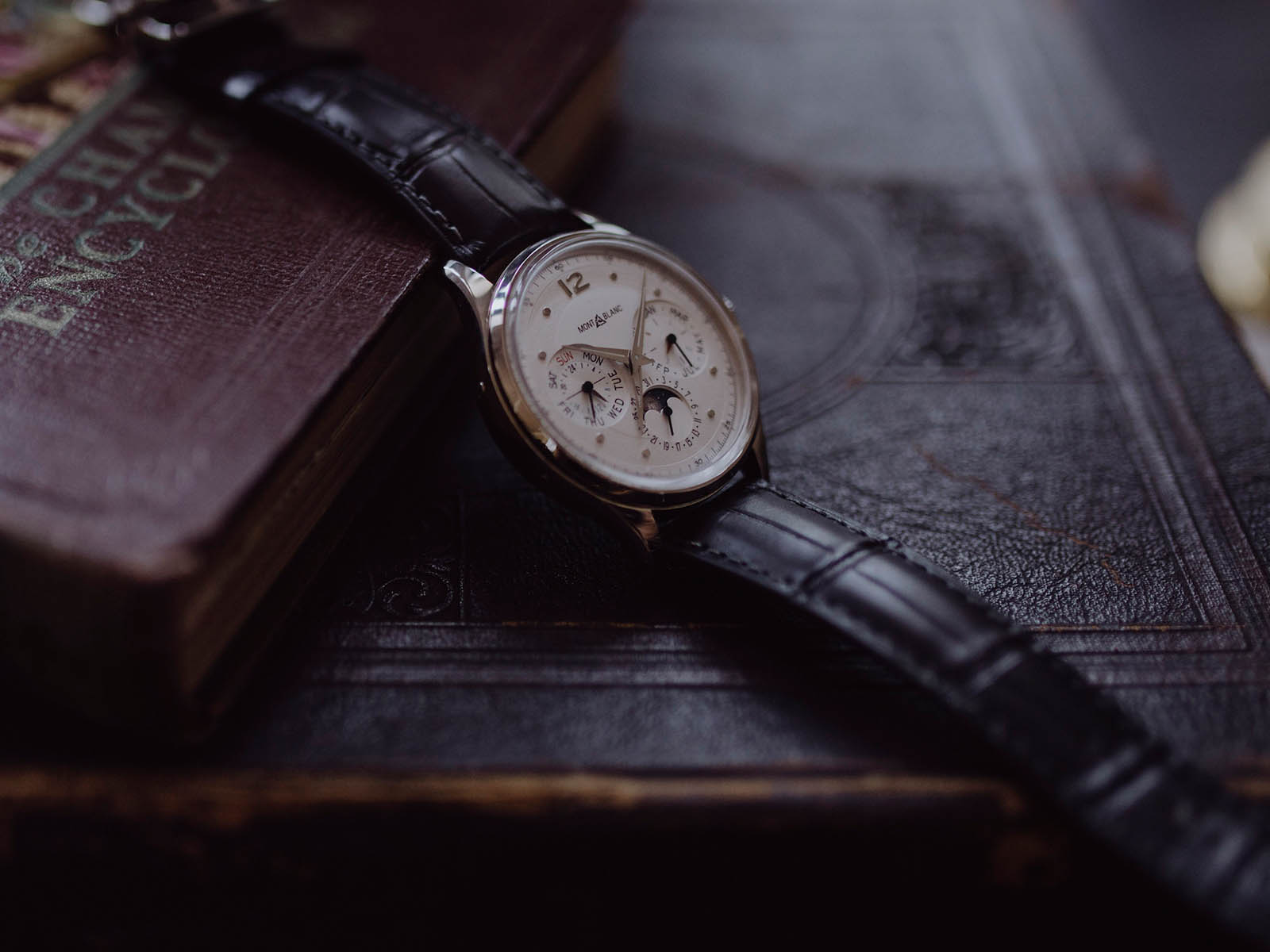 montblanc-heritage-perpetual-calendar-limited-edition-100-2.jpg