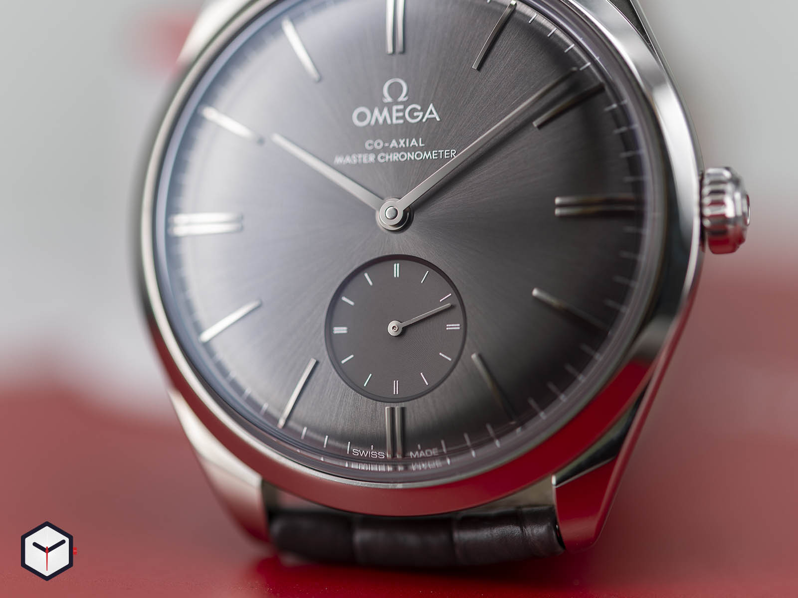 435-13-40-21-06-001-omega-de-ville-tresor-small-seconds-5.jpg