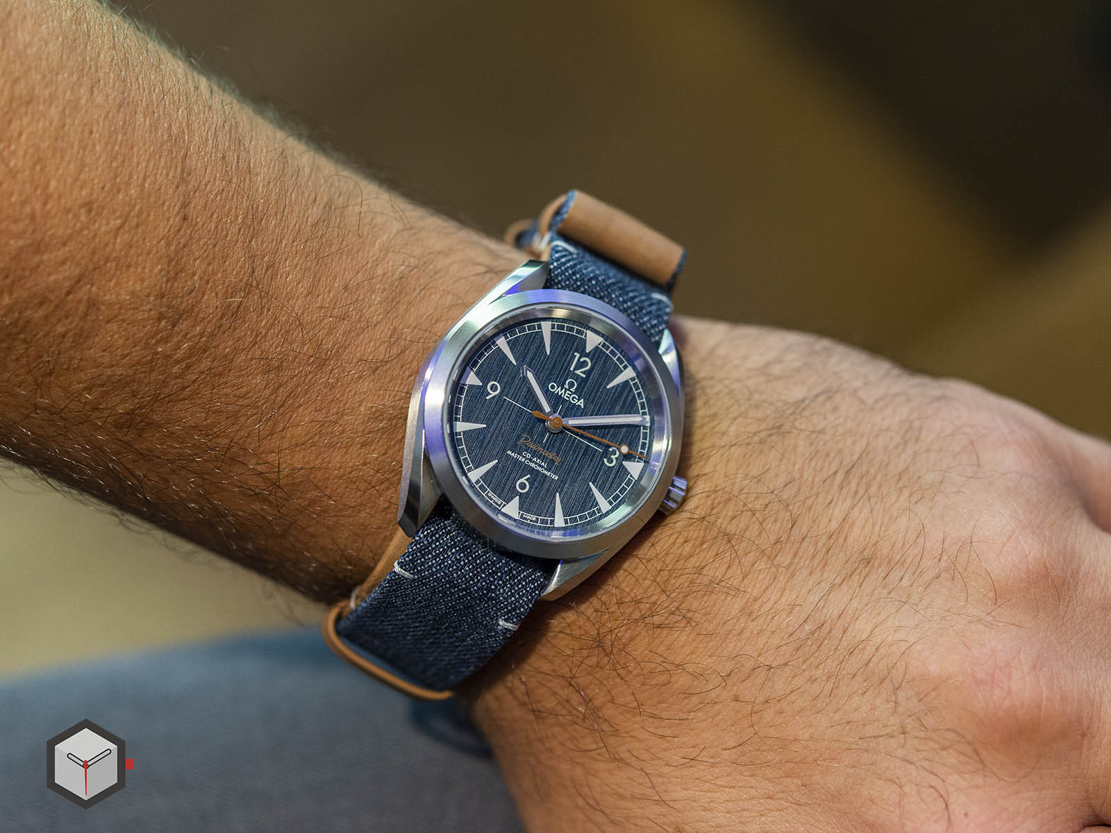 220-12-40-20-03-001-omega-railmaster-co-axial-master-chronometer-denim-10.jpg