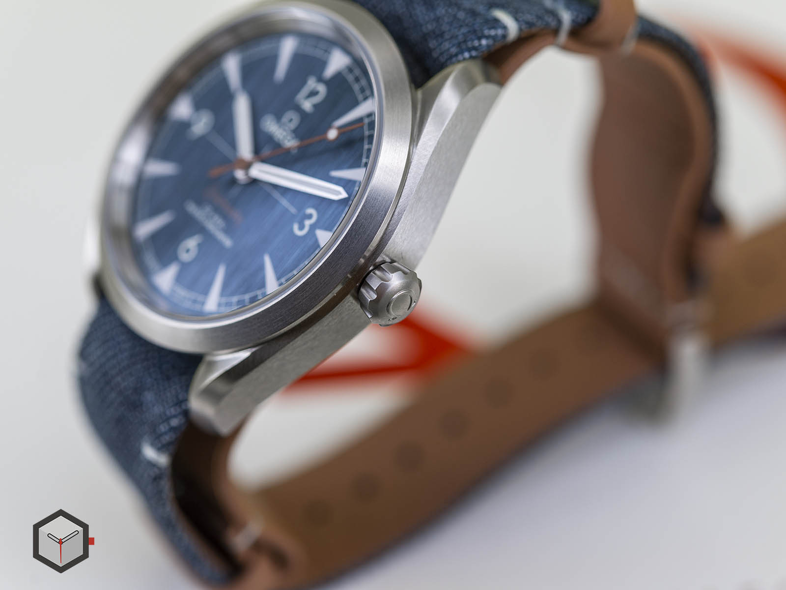 220-12-40-20-03-001-omega-railmaster-co-axial-master-chronometer-denim-6.jpg
