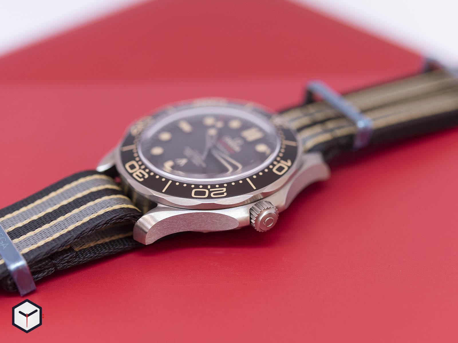 210-92-42-20-01-001-omega-seamaster-diver-300m-007-edition-4.jpg