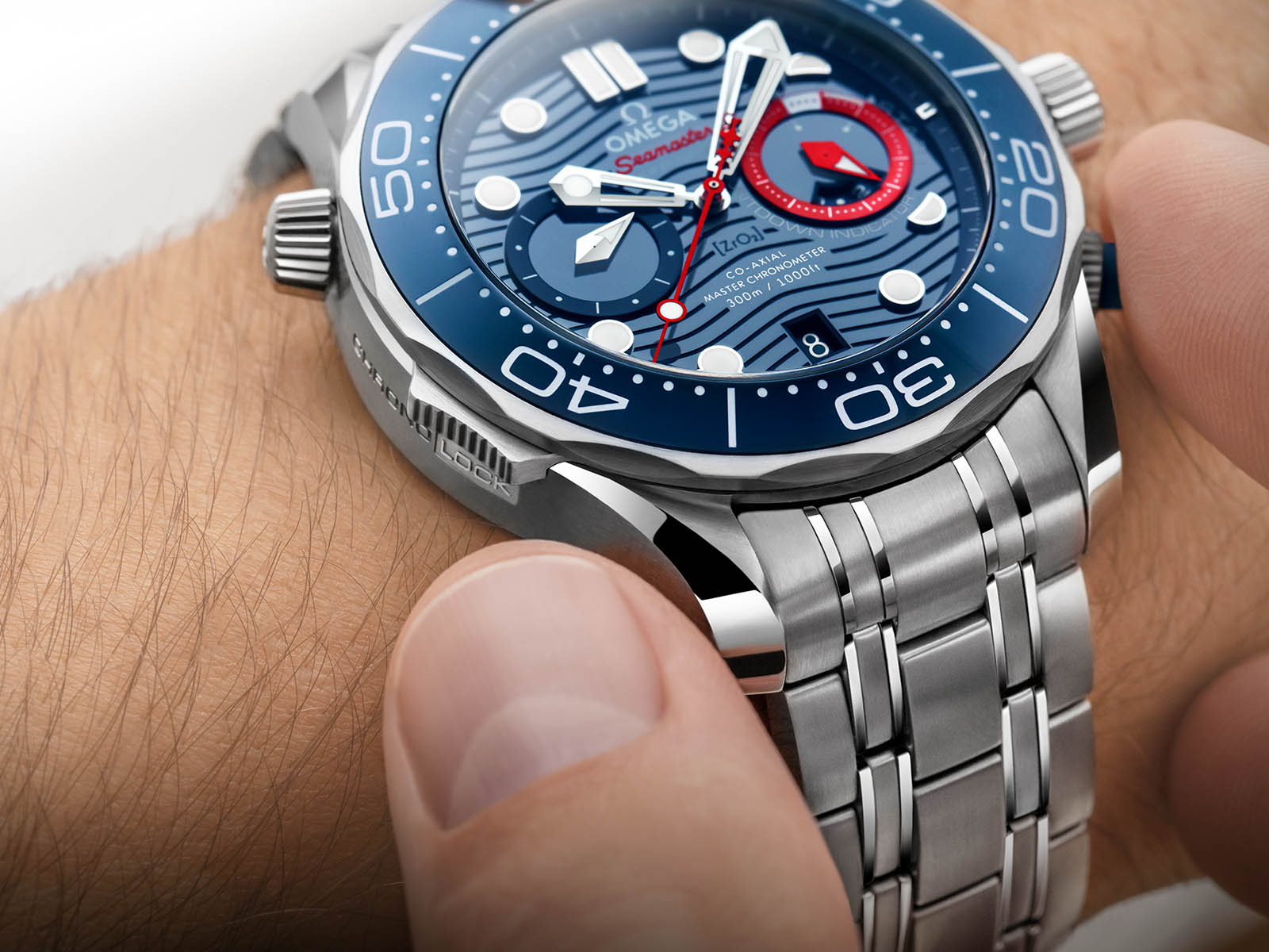 210-30-44-51-03-002-omega-seamaster-diver-300m-america-s-cup-chronograph-9.jpg