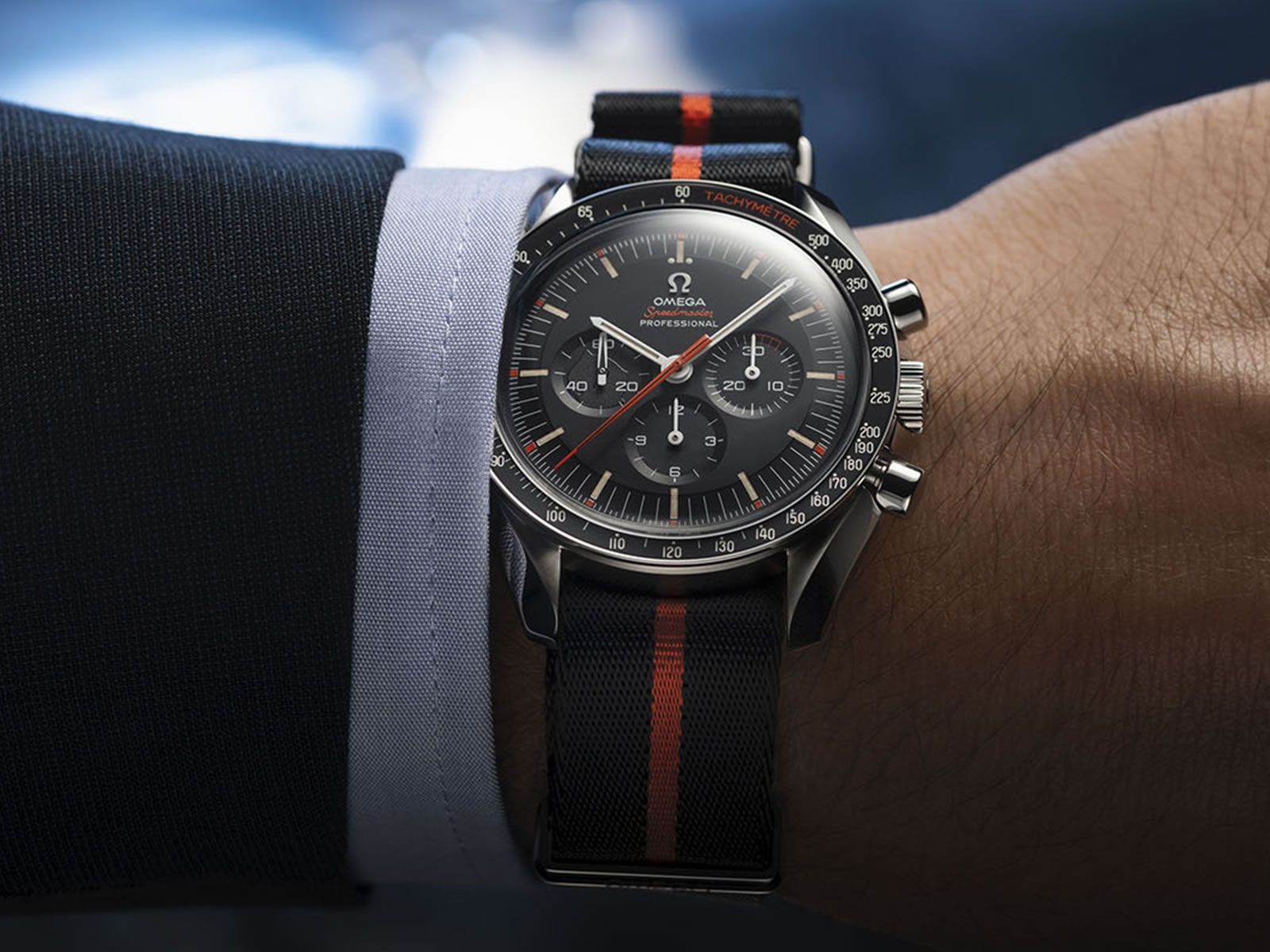 311-12-42-30-01-001-omega-speedmaster-limited-edition-42mm-ultraman-8-.jpg