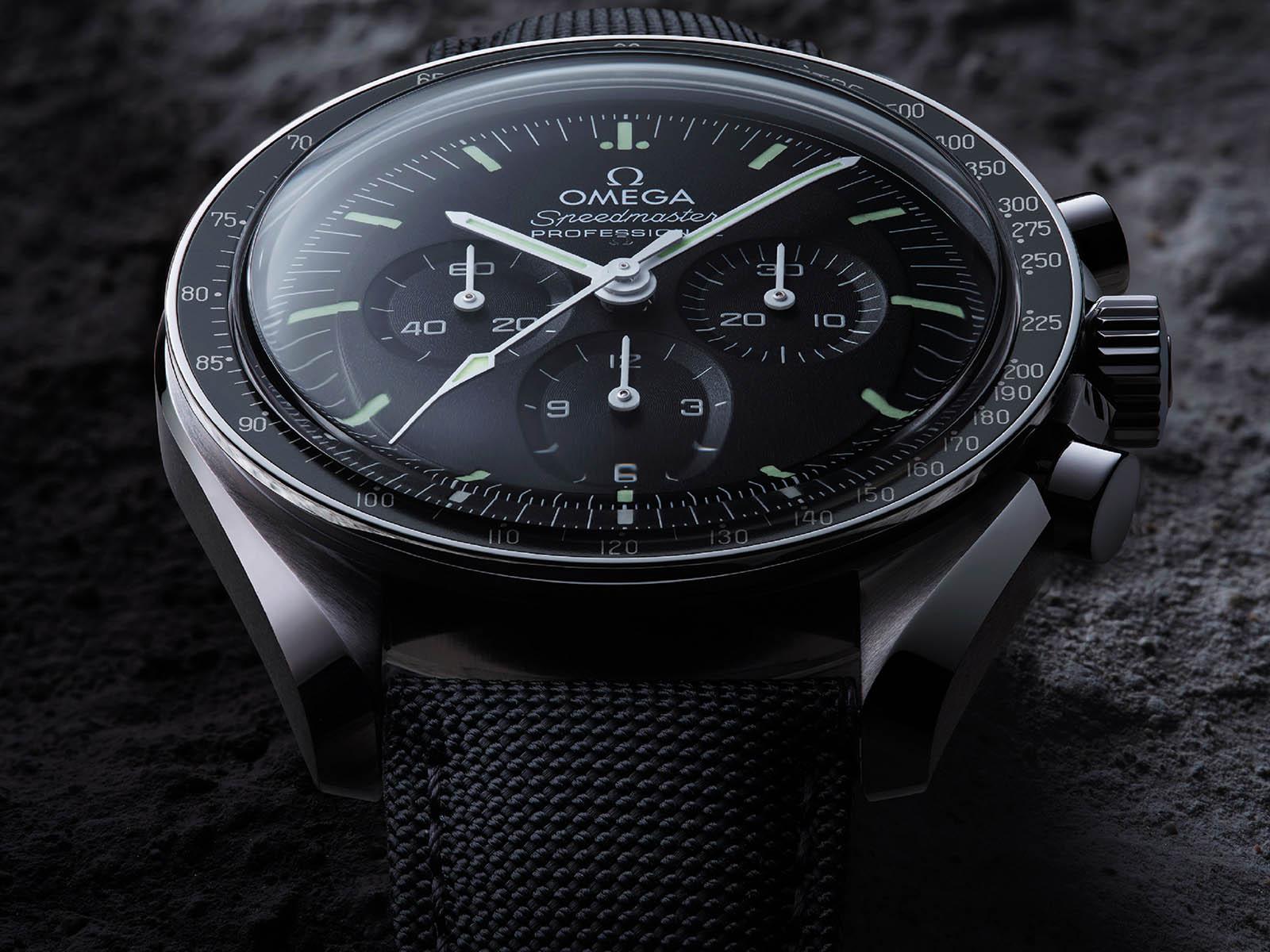 omega-speedmaster-moonwatch-professional-master-chronometer-3.jpg