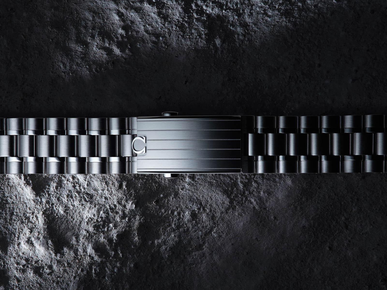 omega-speedmaster-moonwatch-professional-master-chronometer-9.jpg