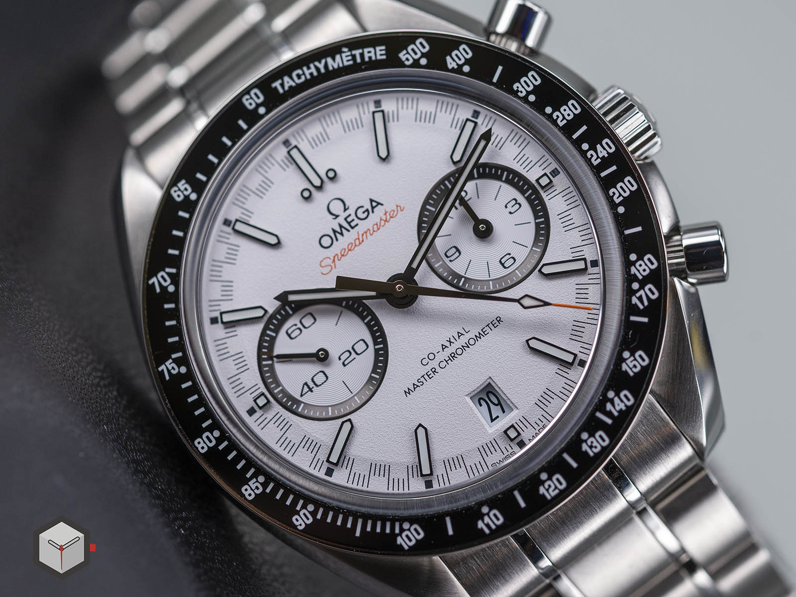 329-30-44-51-04-001-omega-speedmaster-racing-co-axial-master-5.jpg