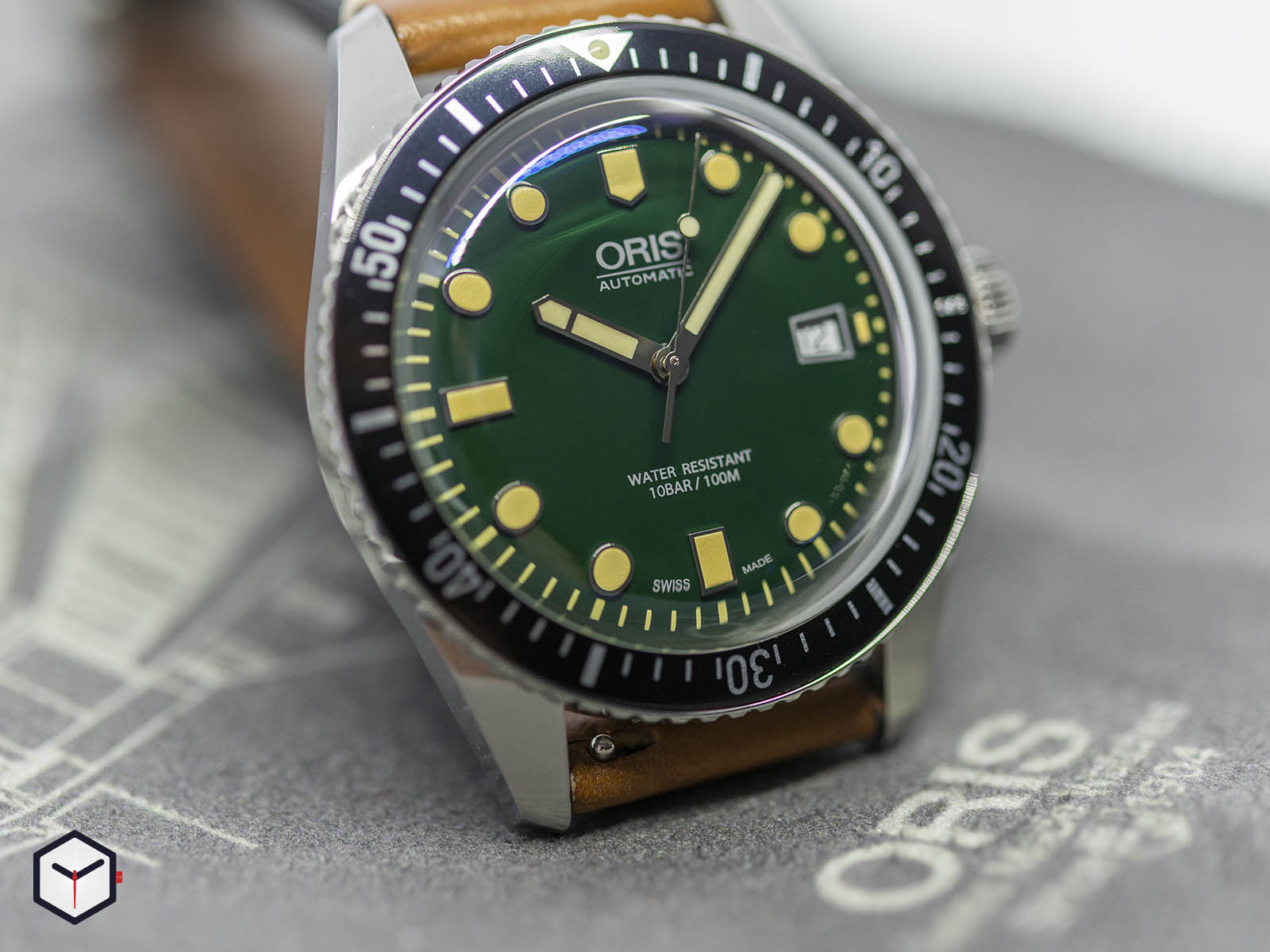 01-733-7720-4057-07-5-21-02-oris-divers-sixty-five-green-dial-1.jpg