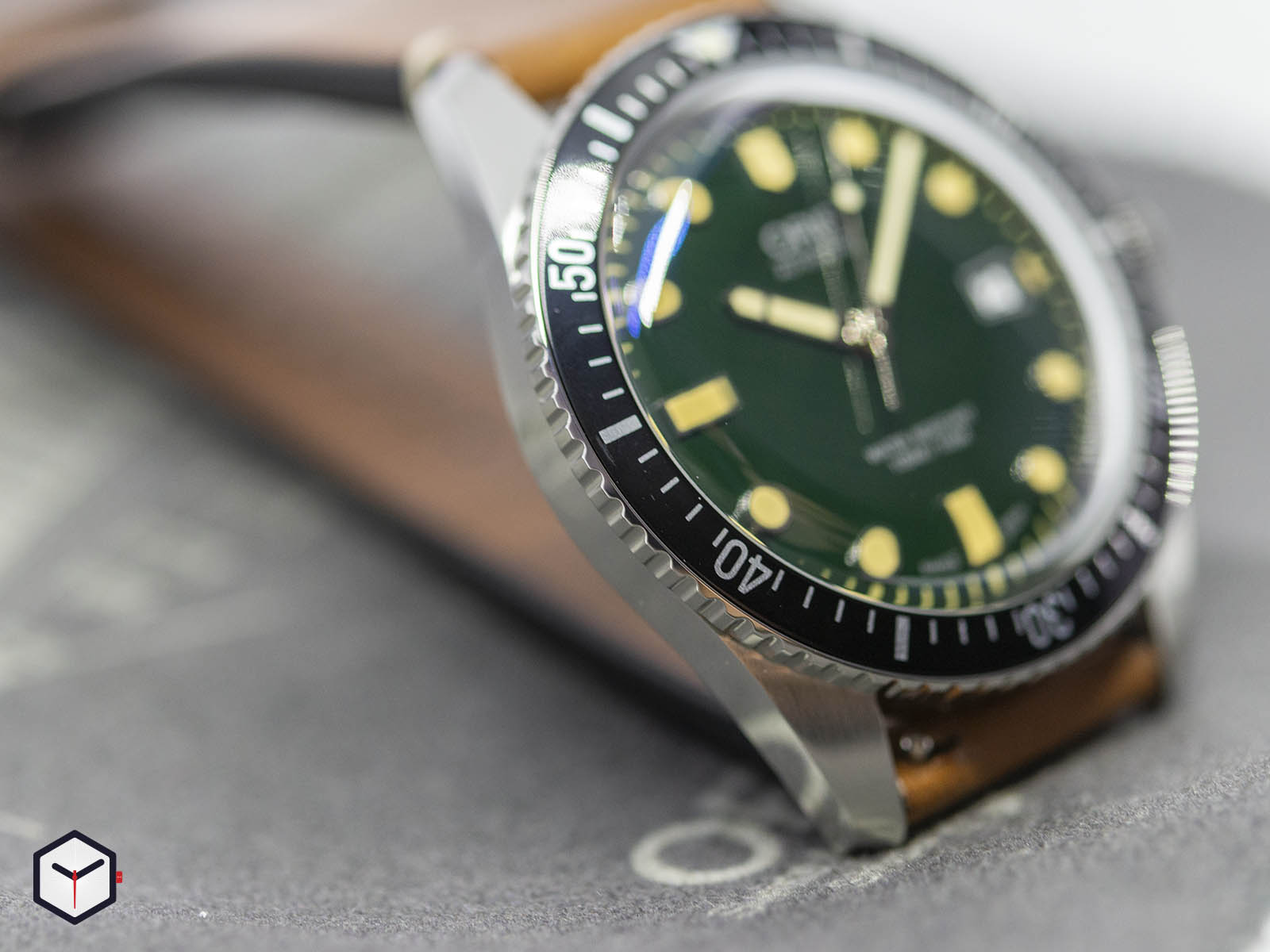 01-733-7720-4057-07-5-21-02-oris-divers-sixty-five-green-dial-2.jpg