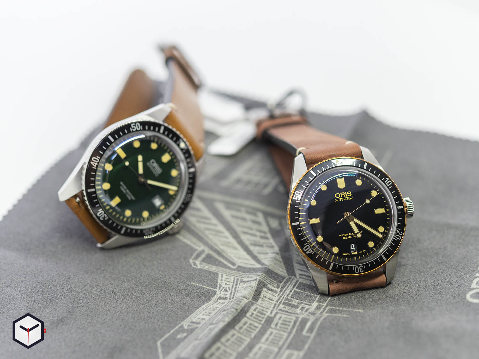 01-733-7720-4057-07-5-21-02-oris-divers-sixty-five-green-dial-8.jpg