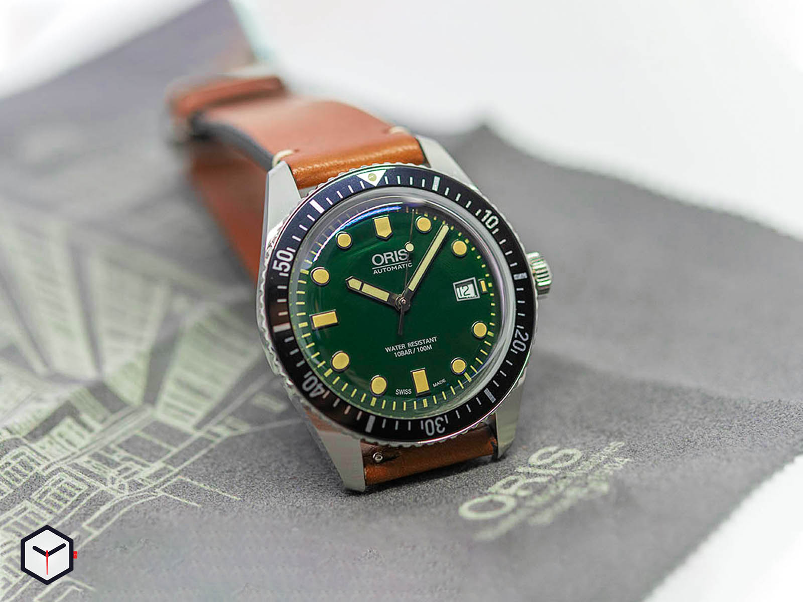 01-733-7720-4057-07-5-21-02-oris-divers-sixty-five-green-dial-9.jpg