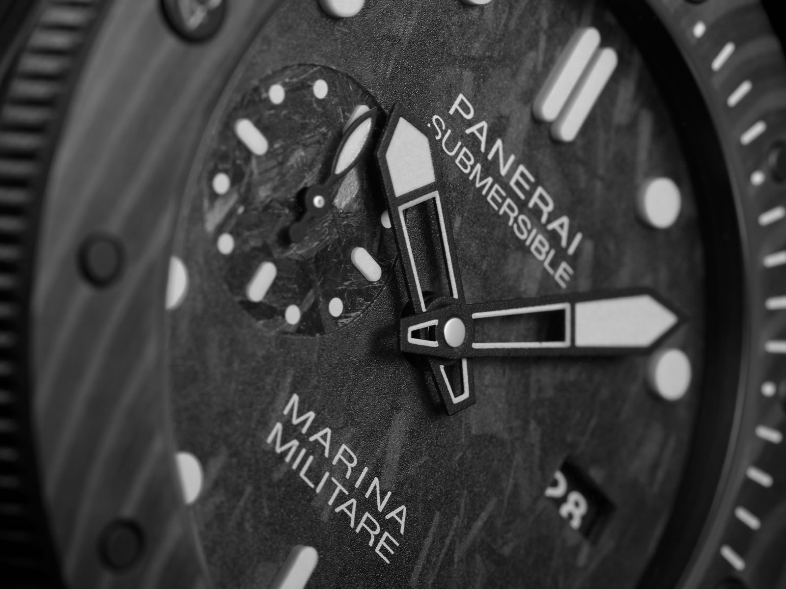 pam00979-officine-panerai-submersible-marina-militare-carbotech-2-.jpg