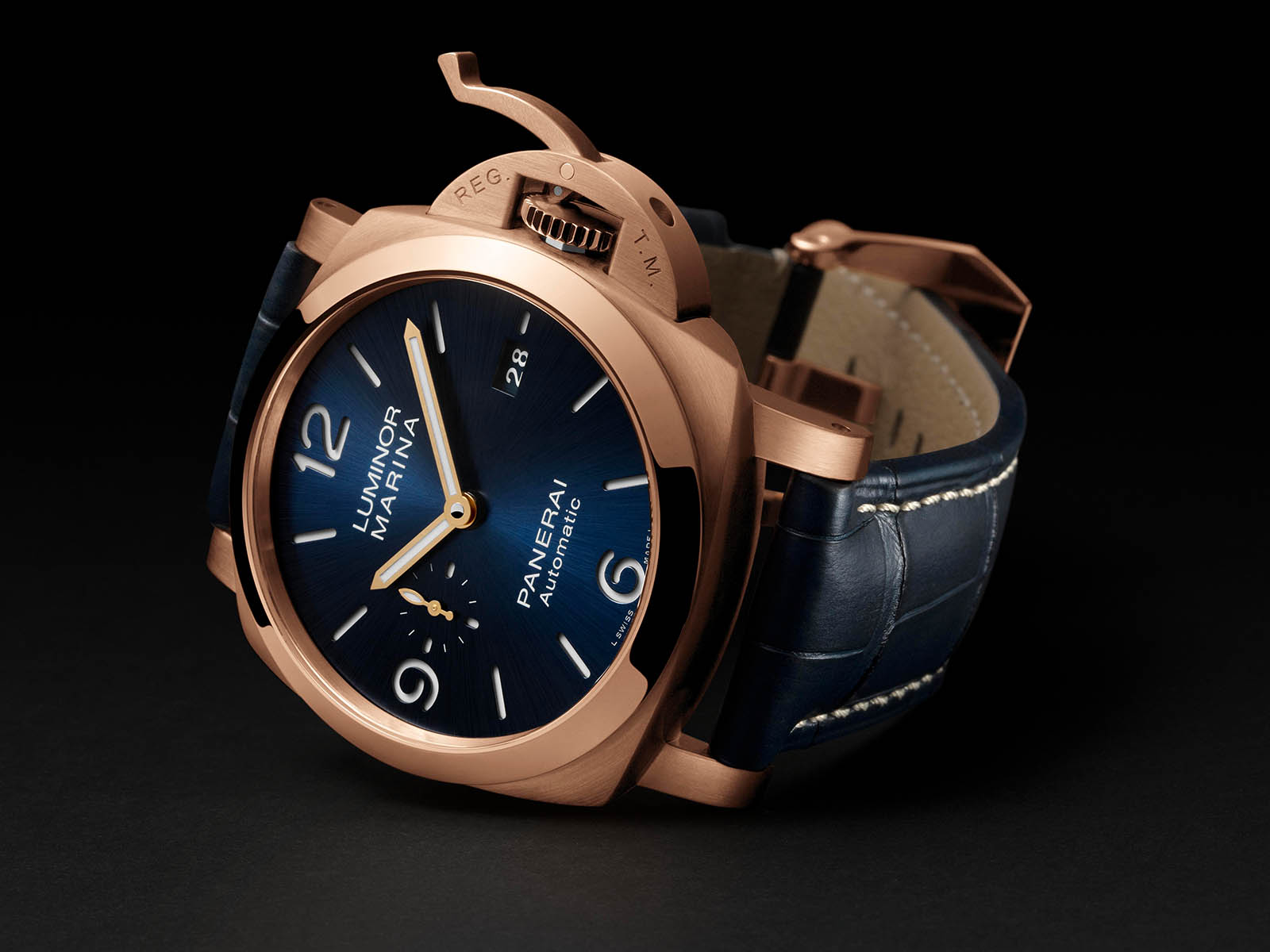 pam01112-officine-panerai-luminor-marina-panerai-goldtech-44mm.jpg