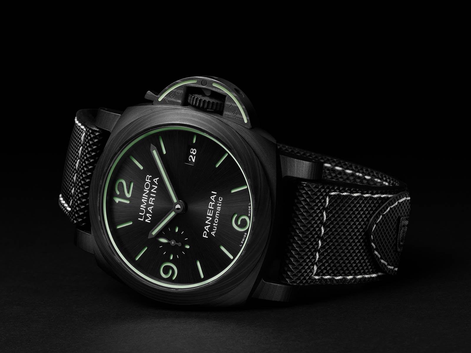 pam01118-officine-panerai-luminor-marina-carbotech-44mm.jpg