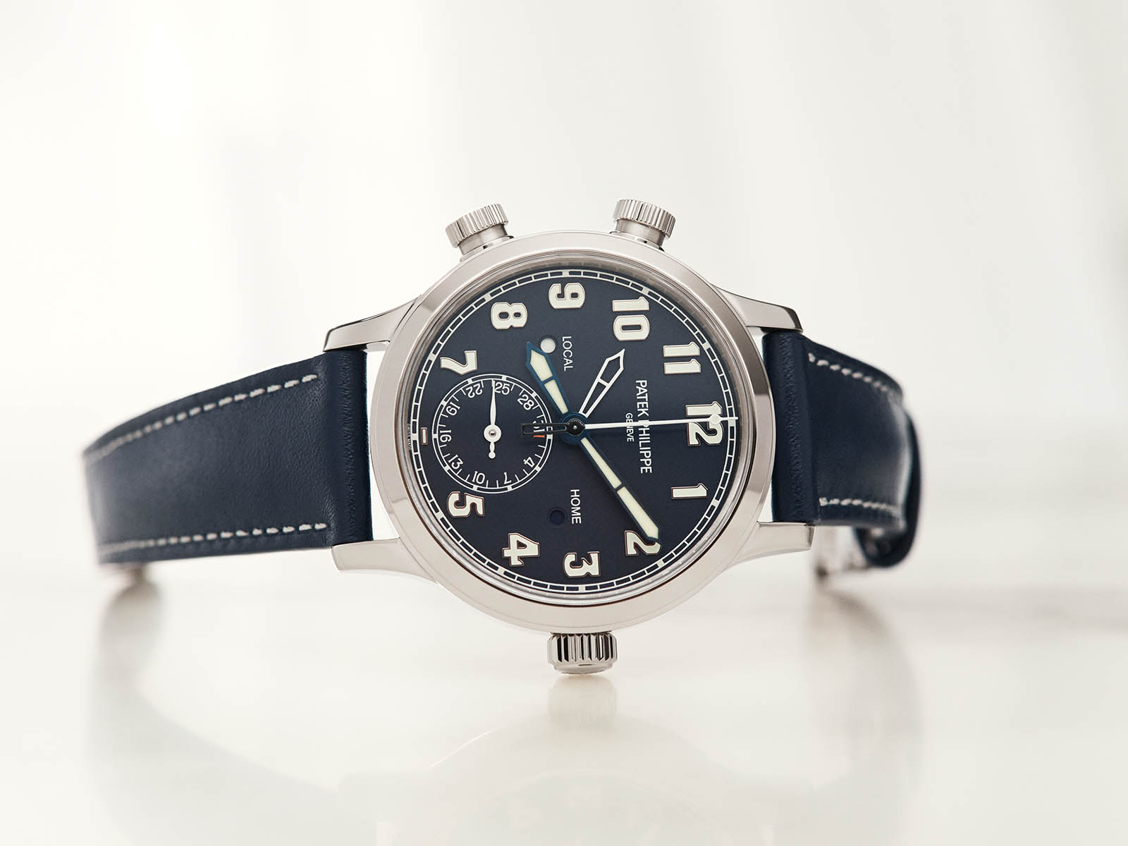 7234g-001-patek-philippe-calatrava-pilot-travel-time-1.jpg
