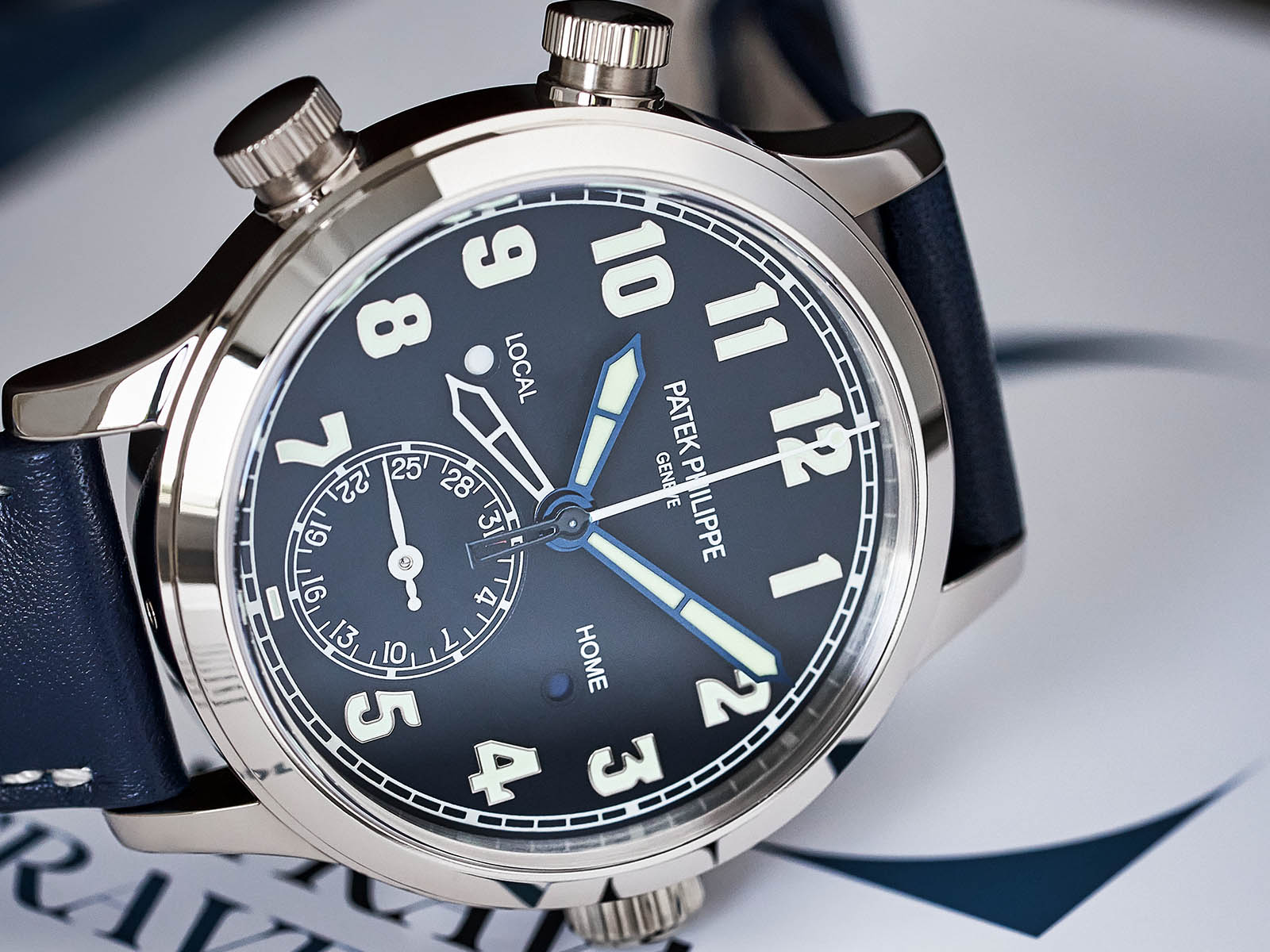 7234g-001-patek-philippe-calatrava-pilot-travel-time-2.jpg