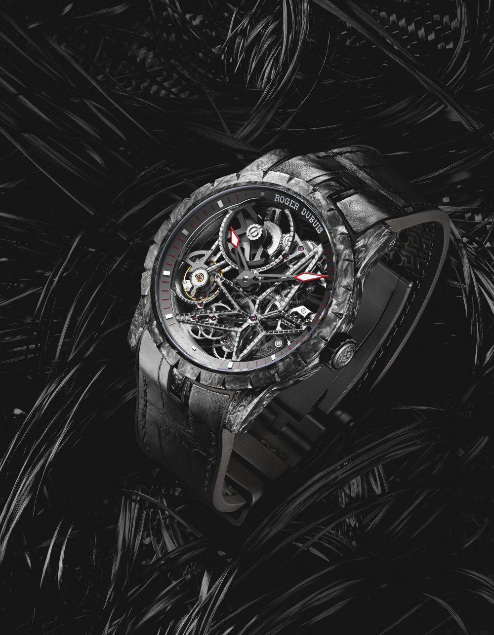 Roger-Dubuis-Excalibur-Automatic-Skeleton-Carbon-3.jpg