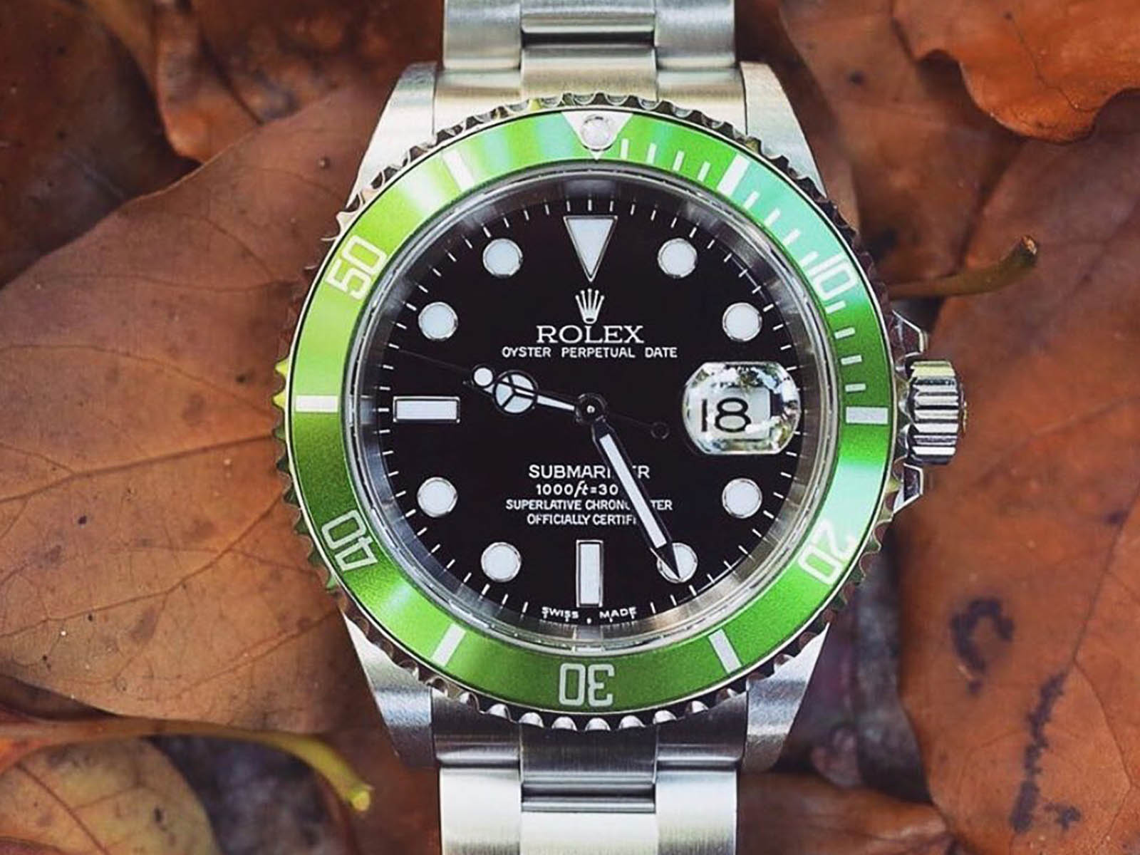 16610-rolex-submariner-kissing-4.jpg