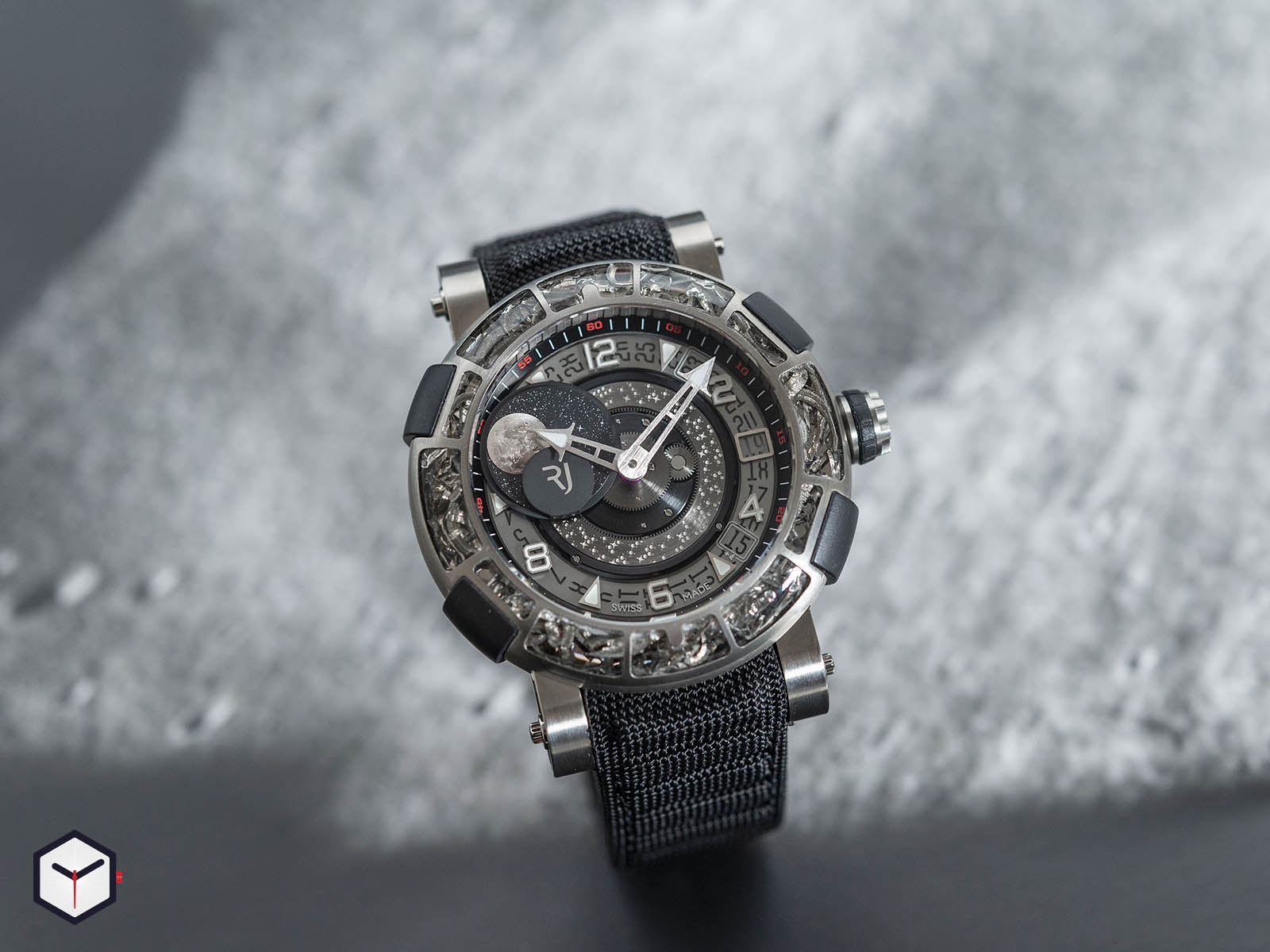 1s45l-tztr-8023-pr-asn19-romain-jerome-arraw-6919-space-titanium-sihh-2019-1.jpg