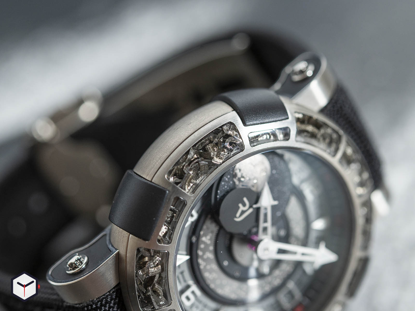 1s45l-tztr-8023-pr-asn19-romain-jerome-arraw-6919-space-titanium-sihh-2019-4.jpg