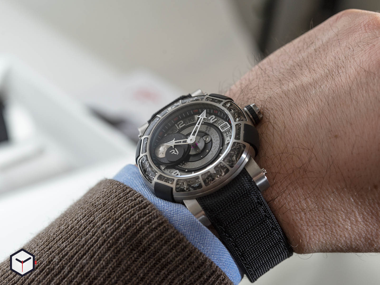 1s45l-tztr-8023-pr-asn19-romain-jerome-arraw-6919-space-titanium-sihh-2019-9.jpg