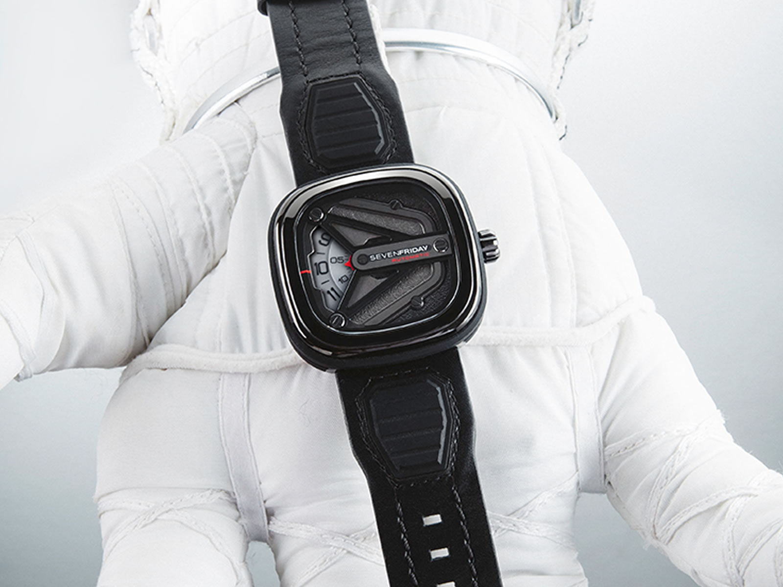 sevenfriday-m3-01-spaceship-edition-9-.jpg