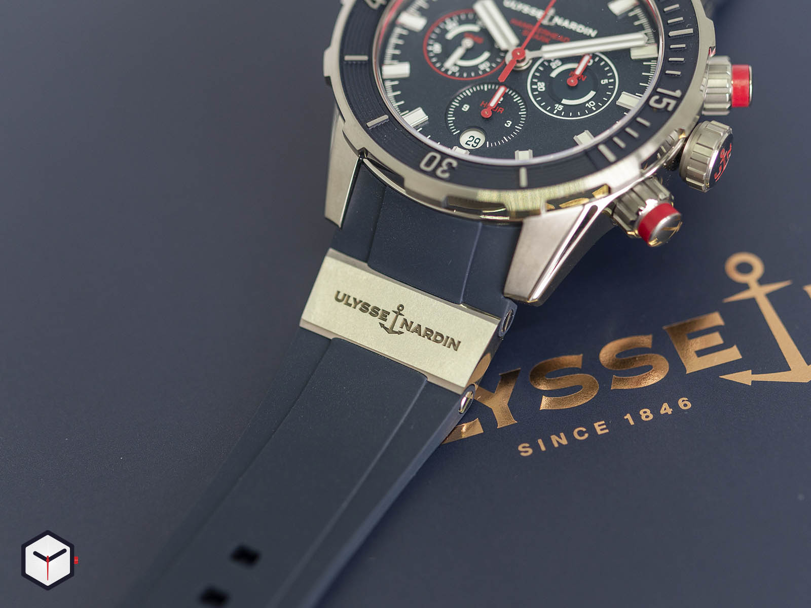 1503-170le-3-93-hammer-ulysse-nardin-diver-chronograph-44mm-hammerhead-shark-4.jpg
