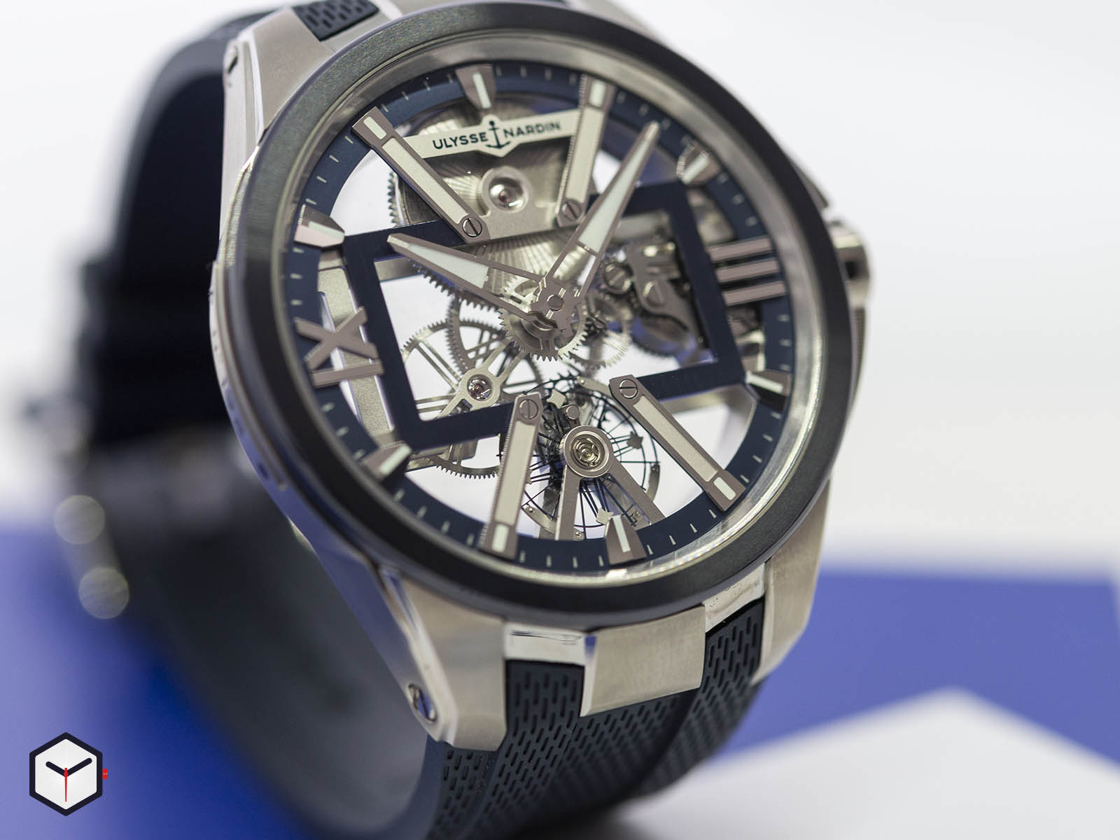 93713-260-3-03-ulysse-nardin-executive-skeleton-x-2.jpg