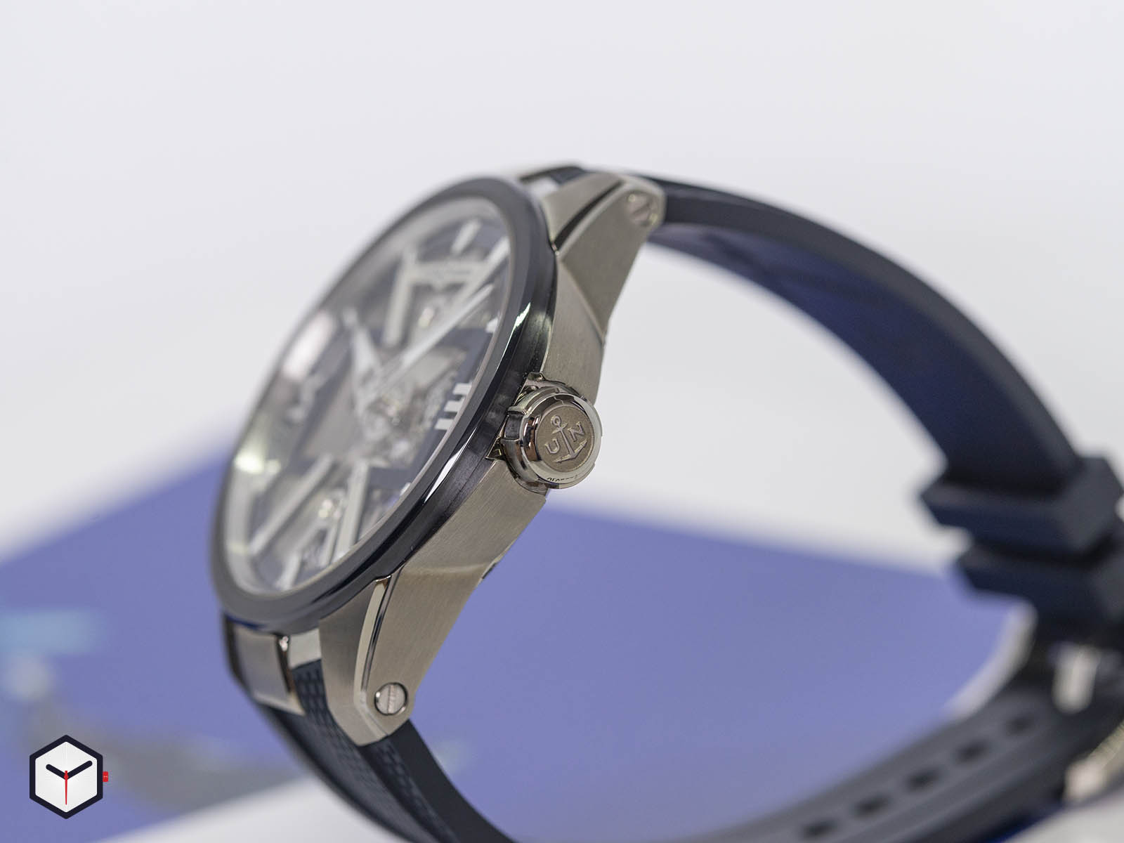 93713-260-3-03-ulysse-nardin-executive-skeleton-x-4.jpg
