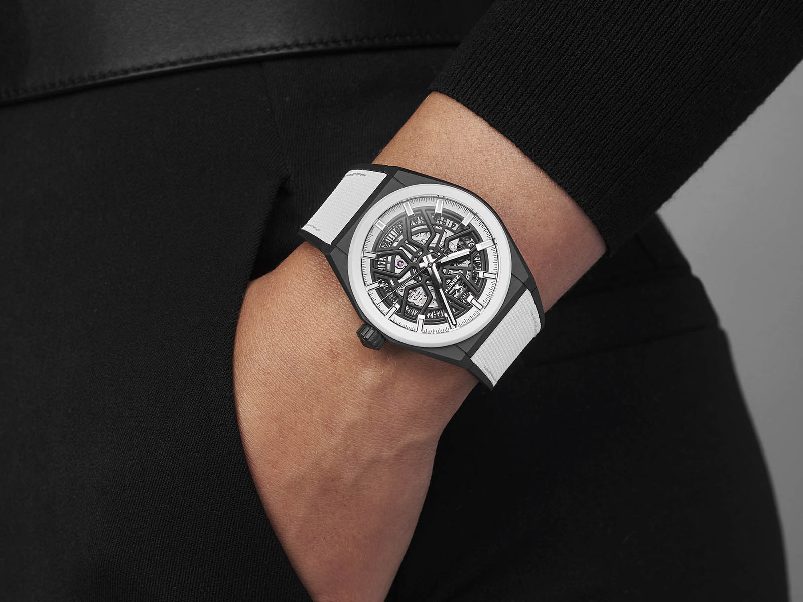 49-9005-670-11-r943-zenith-defy-classic-black-white-edition-2.jpg