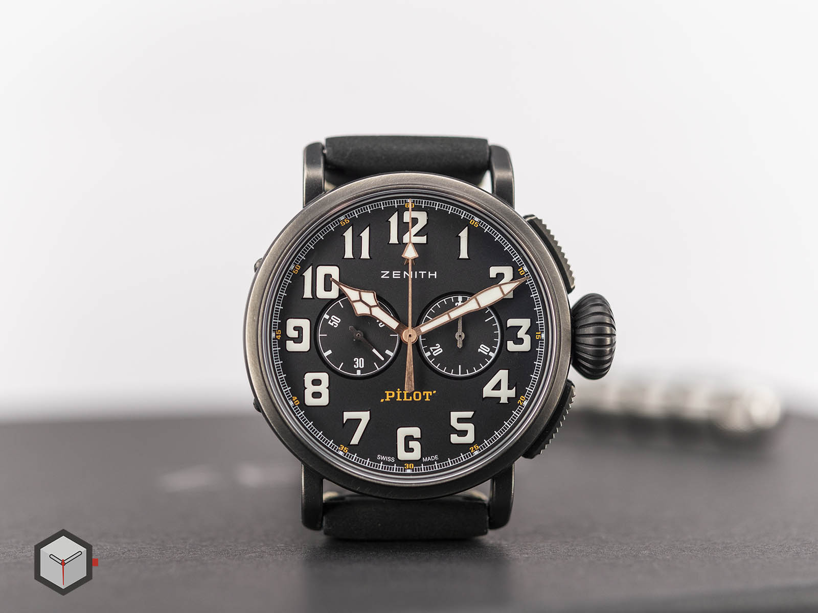 11-2432-4069-21-c900-zenith-pilot-type-20-chronograph-ton-up-3.jpg