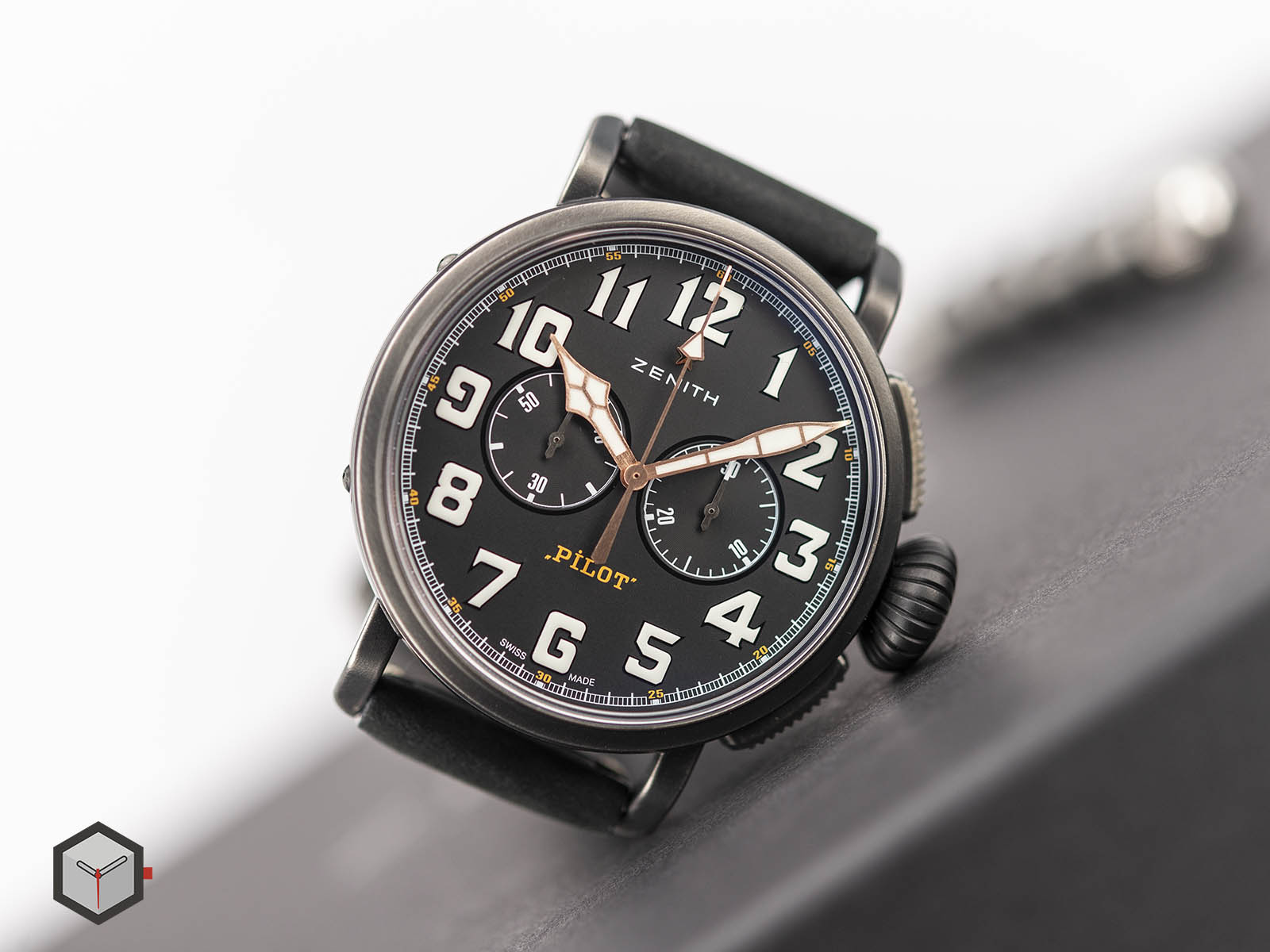 11-2432-4069-21-c900-zenith-pilot-type-20-chronograph-ton-up-4.jpg