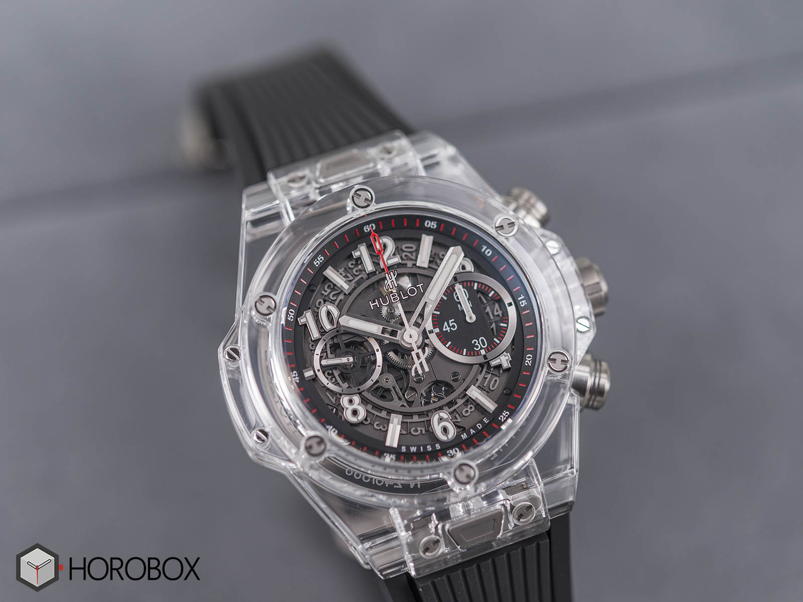 hublot-big-bang-unico-magic-sapphire-2.jpg