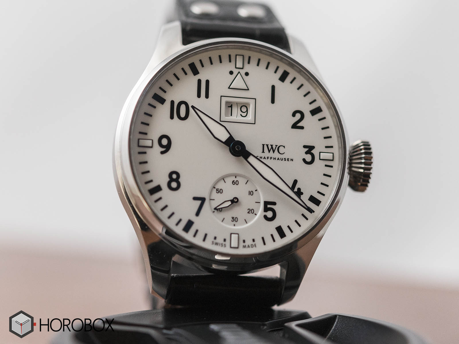 iw510504-iwc-Big-Pilot-s-Watch-Big-Date-Edition-150-Years-Sihh2018-1.jpg