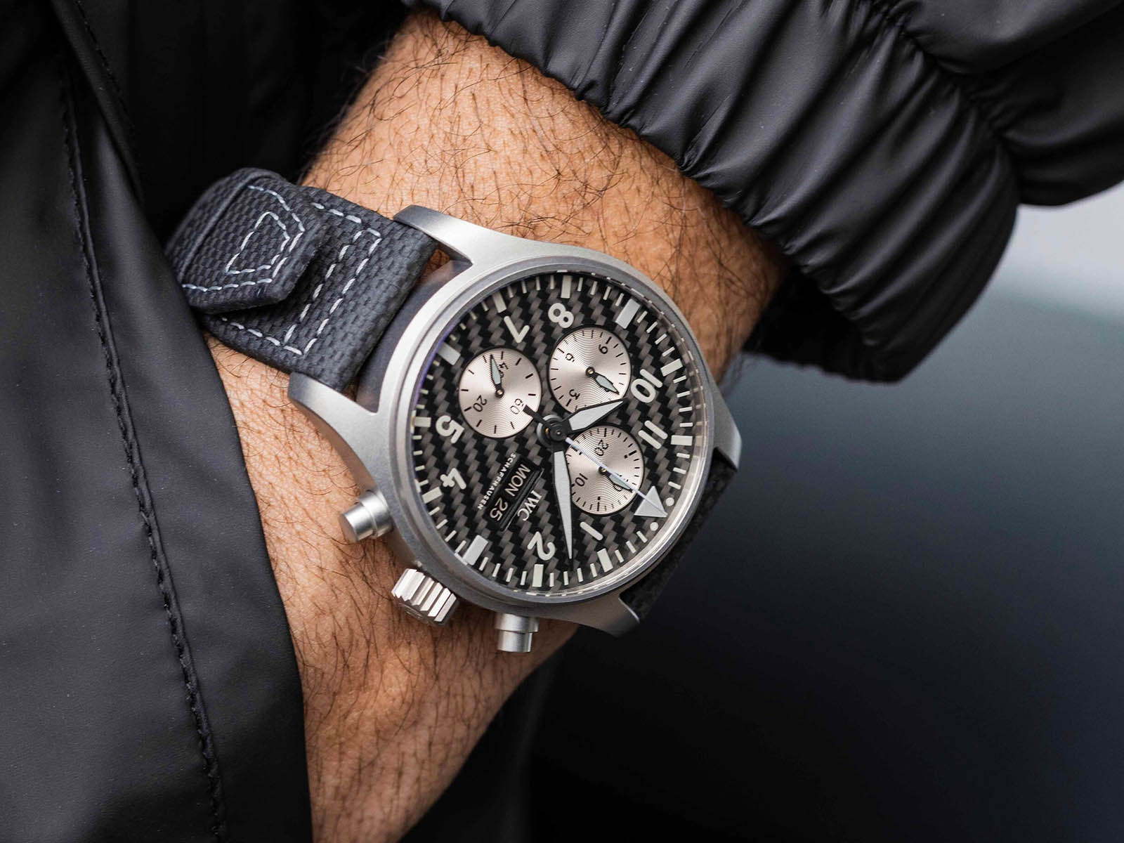 iw377903-iwc-pilot-s-watch-chronograph-edition-amg-2.jpg