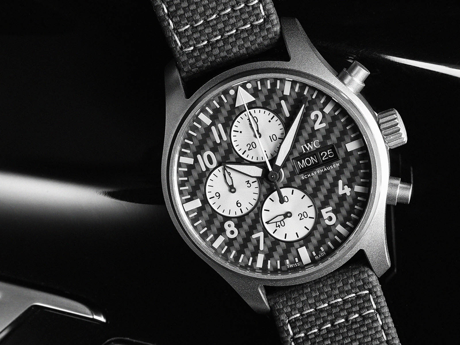 iw377903-iwc-pilot-s-watch-chronograph-edition-amg-4.jpg