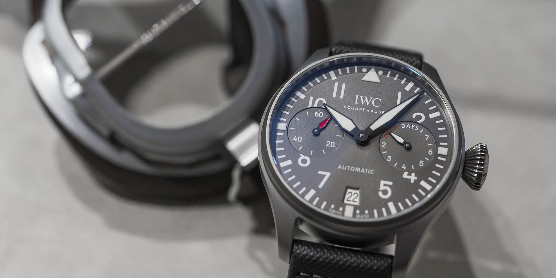 iwc-big-pilot-s-watch-edition-patrouille-suisse-iw500910-2-.jpg
