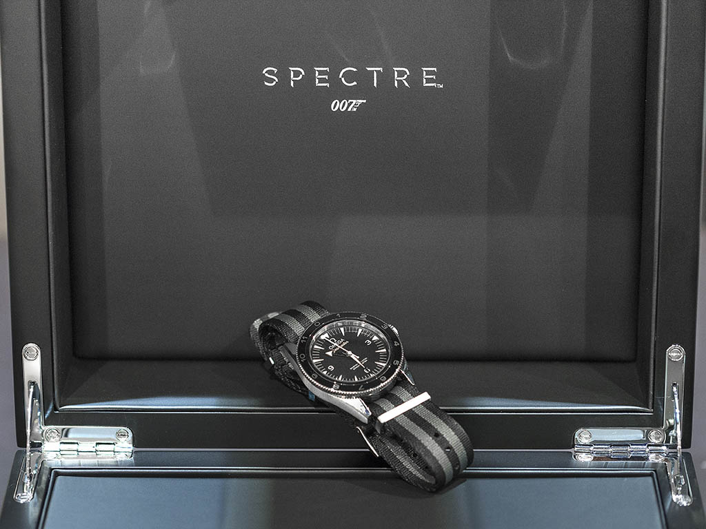 SEAMASTER_300_OMEGA_MASTER_CO-AX-AL_41-MM_-22SPECTRE-22_Limited_Edition_233-32-41-21-01-001_11.jpg
