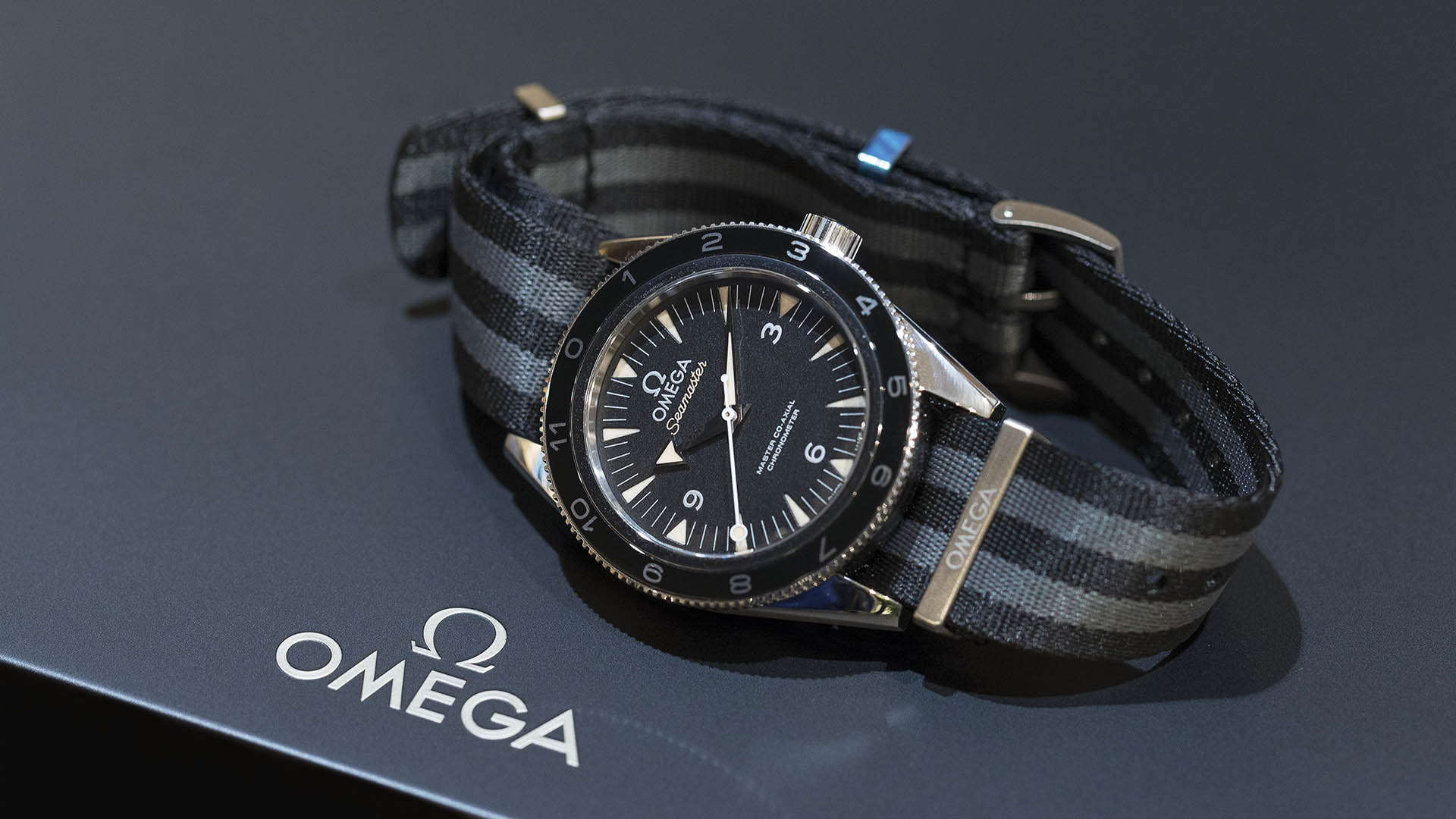 SEAMASTER_300_OMEGA_MASTER_CO-AX-AL_41-MM_-22SPECTRE-22_Limited_Edition_233-32-41-21-01-001_1p.jpg