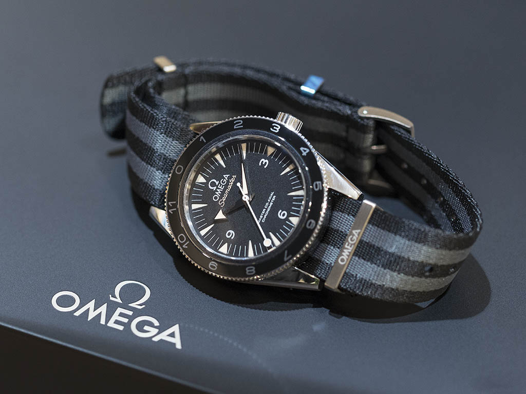 SEAMASTER_300_OMEGA_MASTER_CO-AX-AL_41-MM_-22SPECTRE-22_Limited_Edition_233-32-41-21-01-001_3.jpg