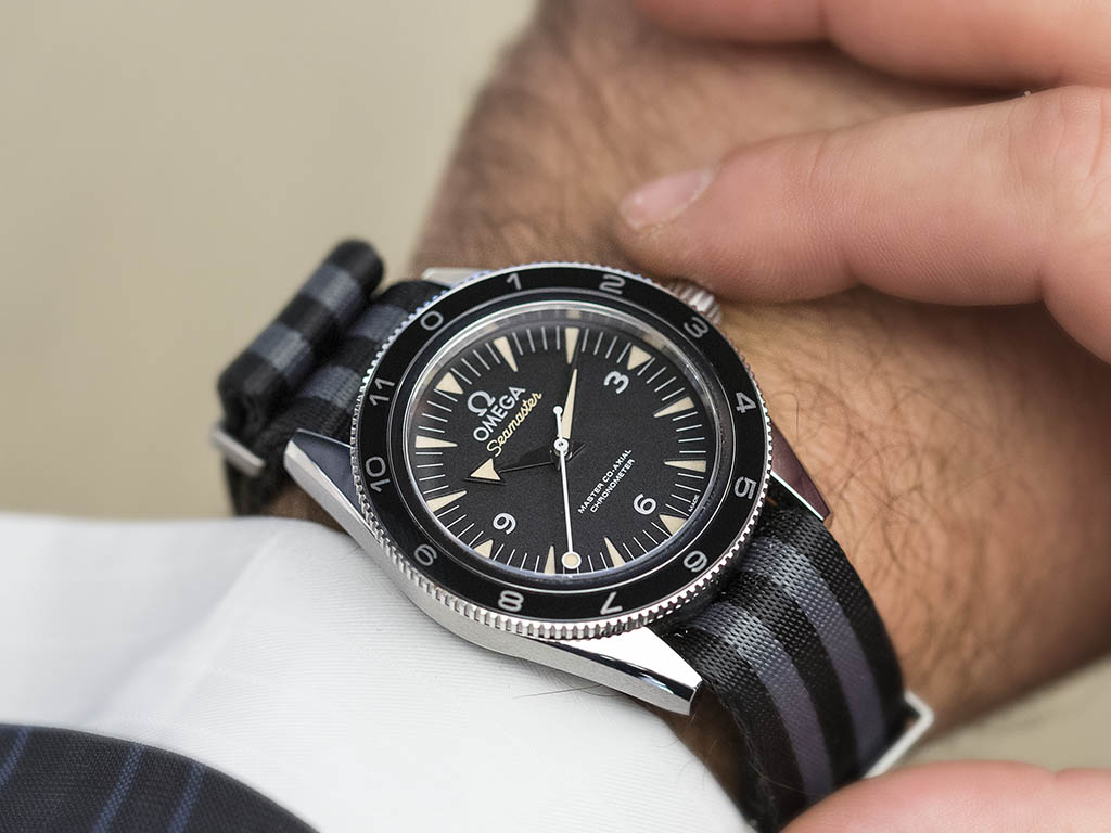 SEAMASTER_300_OMEGA_MASTER_CO-AX-AL_41-MM_-22SPECTRE-22_Limited_Edition_233-32-41-21-01-001_4.jpg