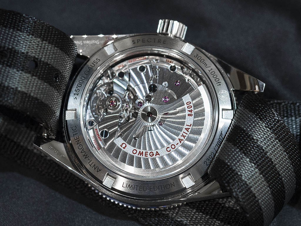 SEAMASTER_300_OMEGA_MASTER_CO-AX-AL_41-MM_-22SPECTRE-22_Limited_Edition_233-32-41-21-01-001_6.jpg