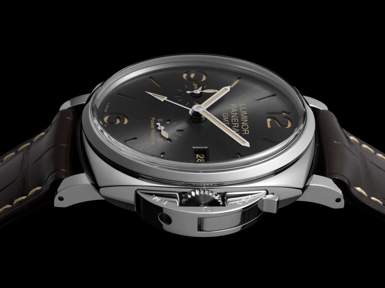 Panerai-Luminor-Due-3-Days-Gmt-Power-Reserve-Automatic-Pam00944-Sihh-2018-1.jpg