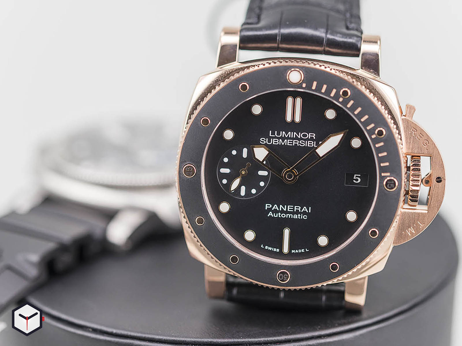 pam00682-pam00684-panerai-luminor-1950-submersible-10.jpg