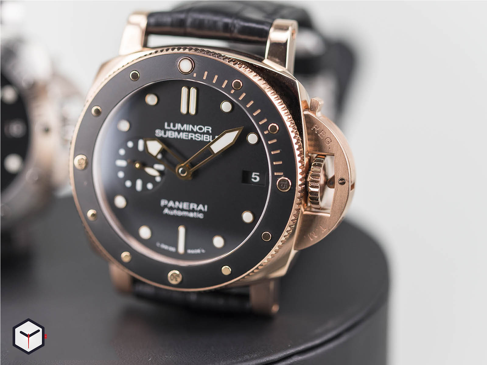 pam00682-pam00684-panerai-luminor-1950-submersible-4.jpg